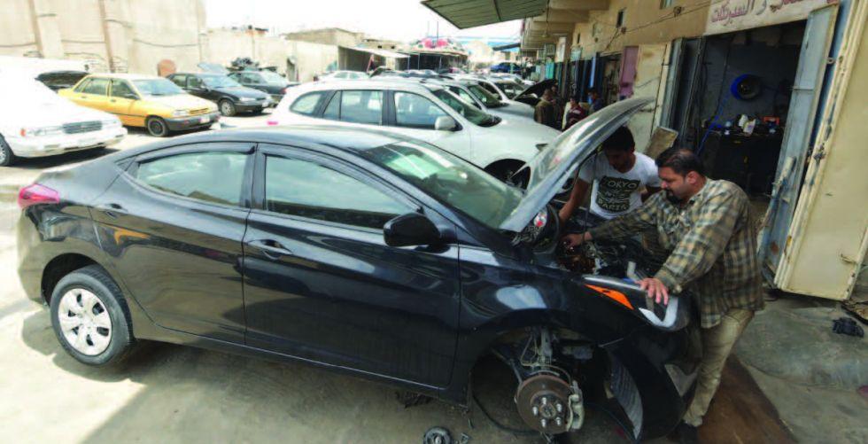 مواطنون يطالبون بإعادة استيراد السيارات المتضررة
