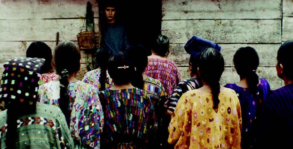 {أُمهاتنا} يستعبدُ كرامة َثوارِ غواتيمالا المُغيَّبينَ