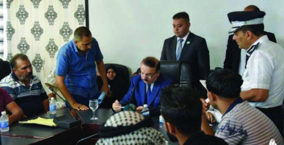 وزير الداخلية يوجه بحل مشكلات المواطنين بدوائر المرور