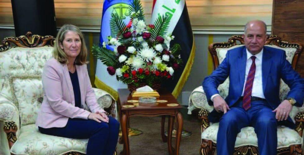 وزير العدل يؤكد أهمية التعاون مع الصليب الأحمر