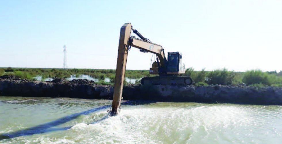المباشرة بكري الأنهر وتقوية السداد لمواجهة ارتفاع منسوب الفرات