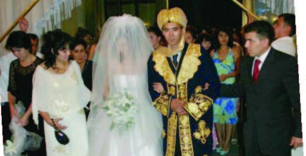 البرلمان الاوزبكستاني  يفرض قيوداً على العرسان