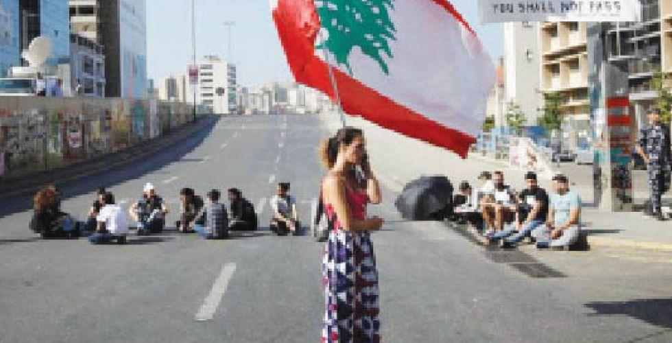 حركة الاحتجاج وقطع الشوارع يعودان لساحات لبنان