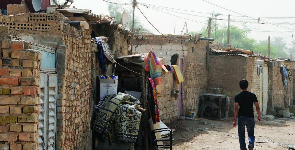 استكمال الإجراءات الخاصة بتوزيع قطع الأراضي بين المواطنين