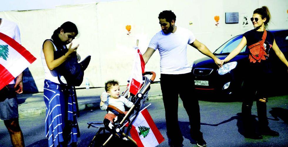 المتظاهرون ينظمون اعتصاماتٍ أمامَ المؤسسات العامَّة والمصارف اللبنانيَّة