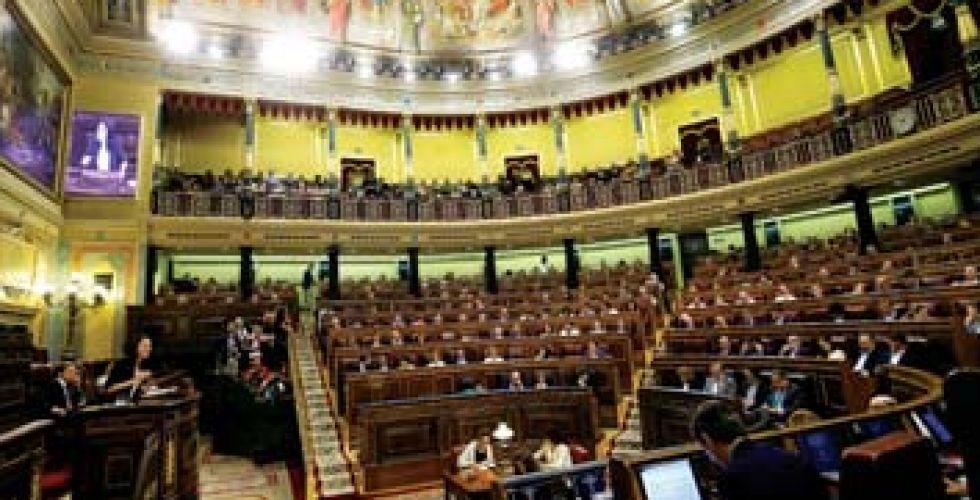 الإسبان ينتخبون برلمانا جديدا