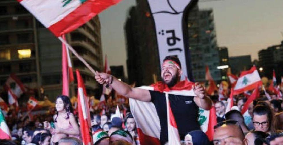 لبنان يقترب من شفير الهاوية.. والرئيس عون: {أنا مكبّل بتناقضات الحكم» !