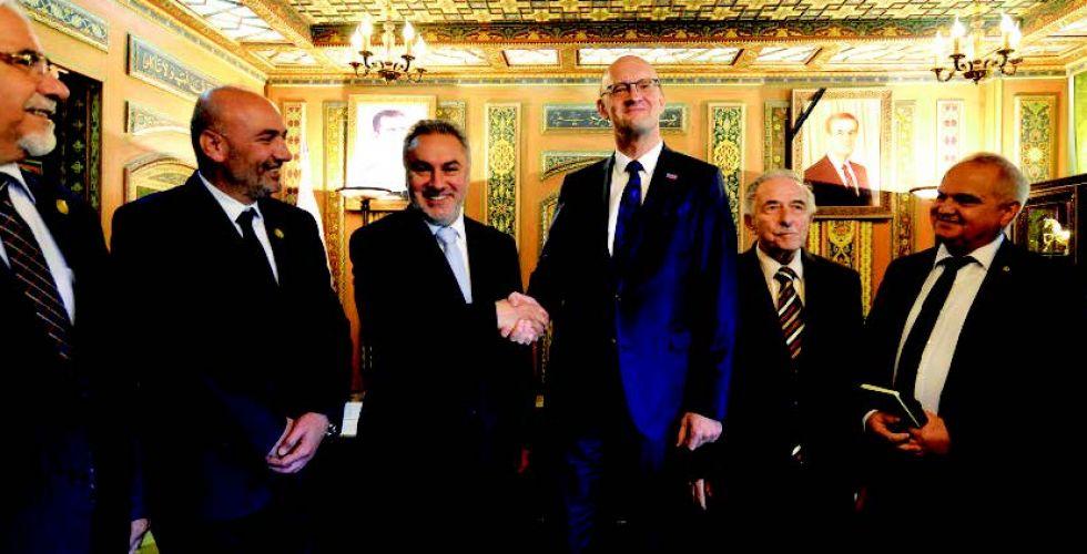 وفد ألماني يبحث بدمشق رفع العقوبات عن سوريا
