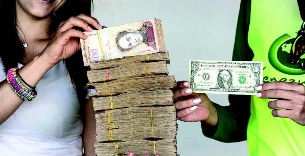 فنزويلا الاشتراكيَّة تعتمدُ على الدولار الأميركي