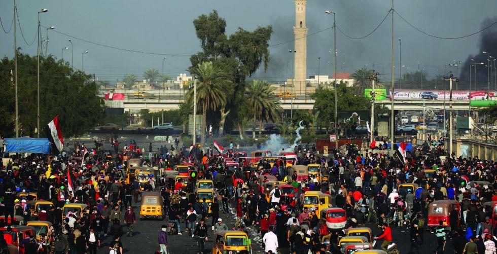 عمليات بغداد: مسلحون يستخدمون أسلحة كاتمة داخل المتظاهرين