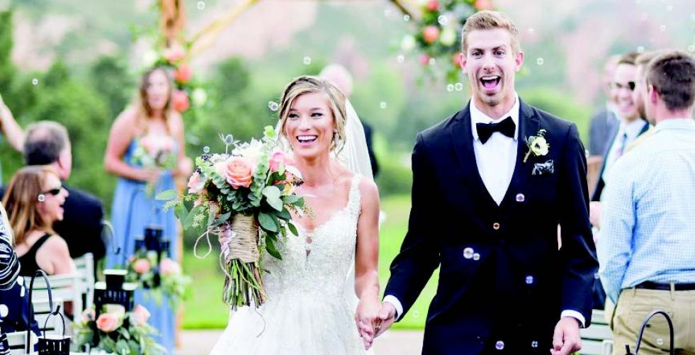 عروس بريطانية تفرض رسوم دخول لحفل زفافها