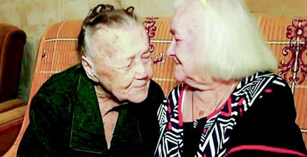 شقيقتان روسيتان تجتمعان مجددا بعد انفصالهما 78 عاما