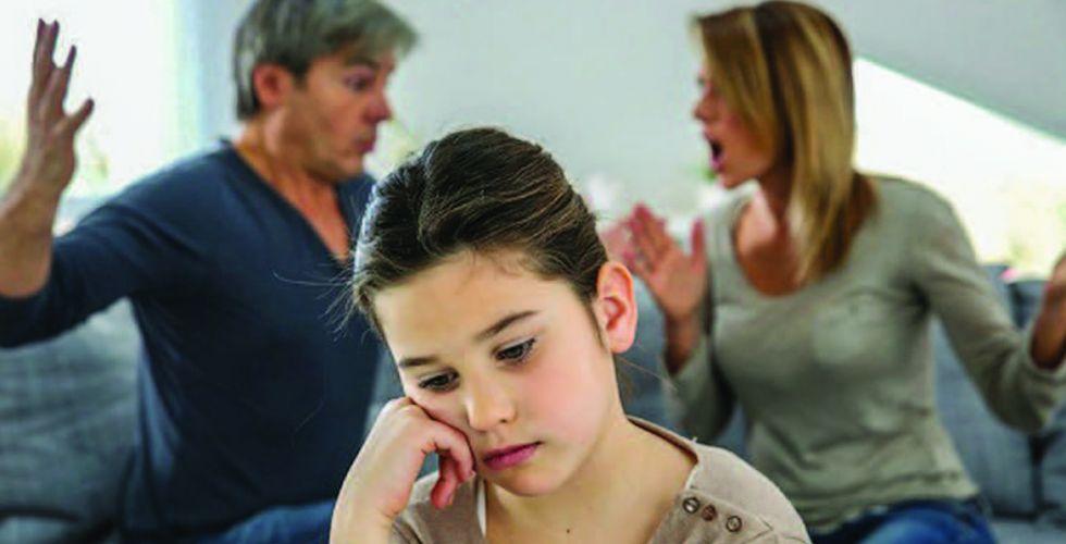 أضرار إقحام الطفل في  النزاع بين الوالدين
