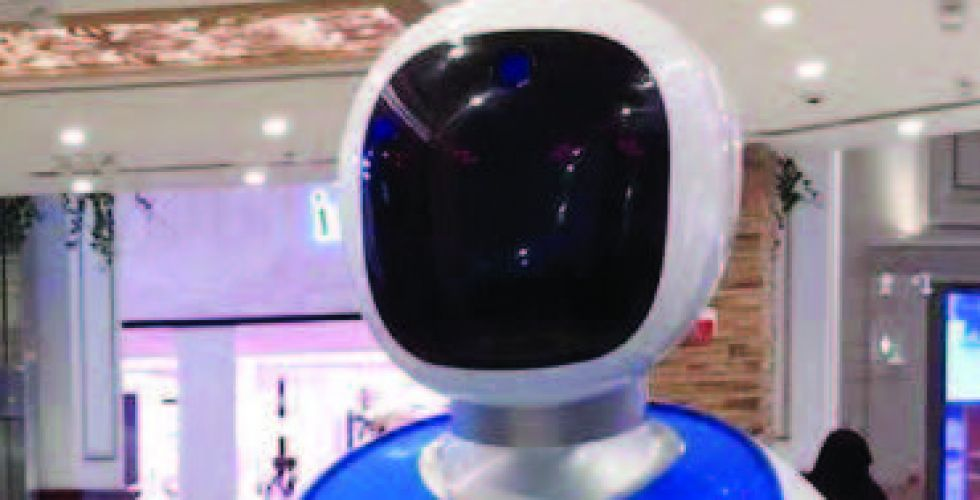 روبوت يقدم الوجبات بأحد مطاعم الدوحة