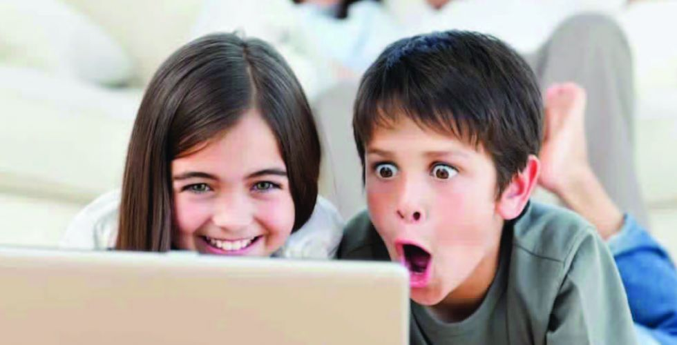 شاشة كبيرة لاستخدام الأطفال للانترنت