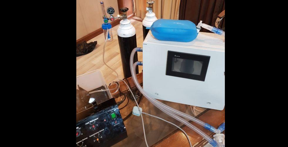 تصنيع نماذج لأجهزة التنفس وروبوتات ناقلة للدواء والطعام