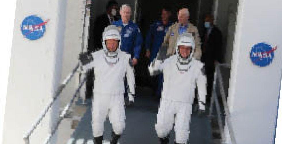 إقلاع تاريخي للصاروخ «سبايس إكس» نحو الفضاء