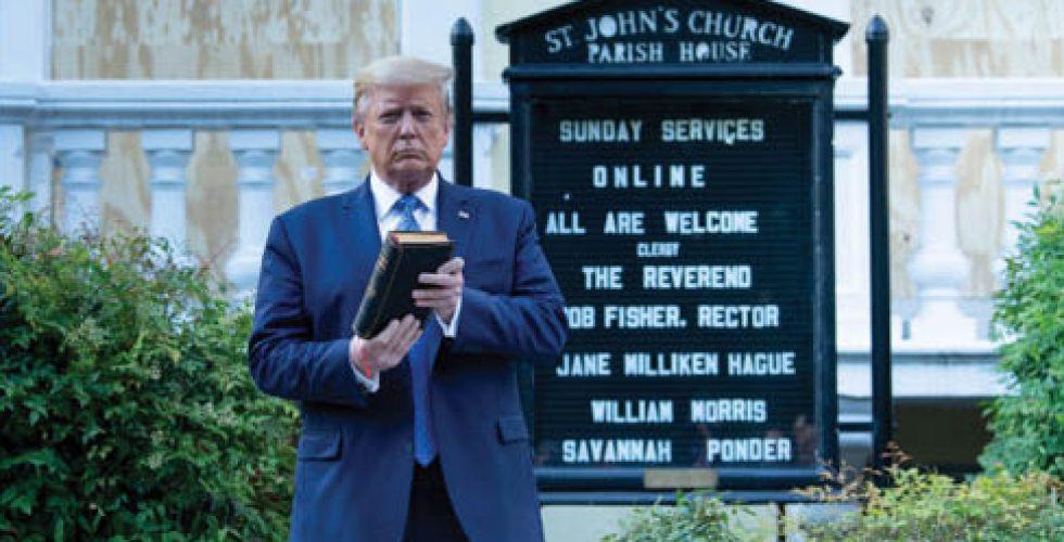 صحفٌ بريطانية تناقش {غرام ترامب بالإنجيل»