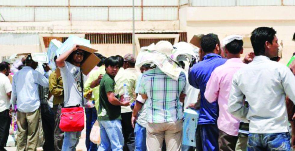 دول الخليج تعيد النظر بالعمالة الوافدة