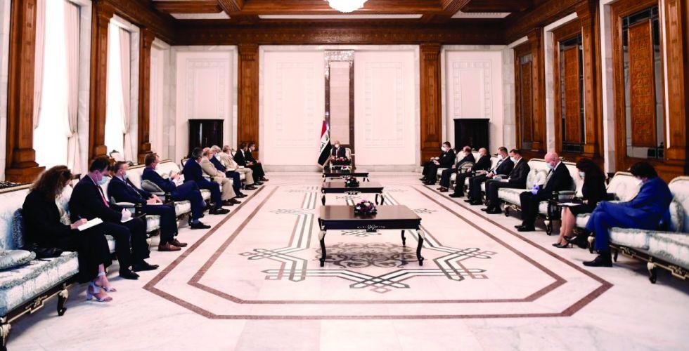 صالح يؤكد أهمية تعزيز العلاقات مع الاتحاد الأوروبي
