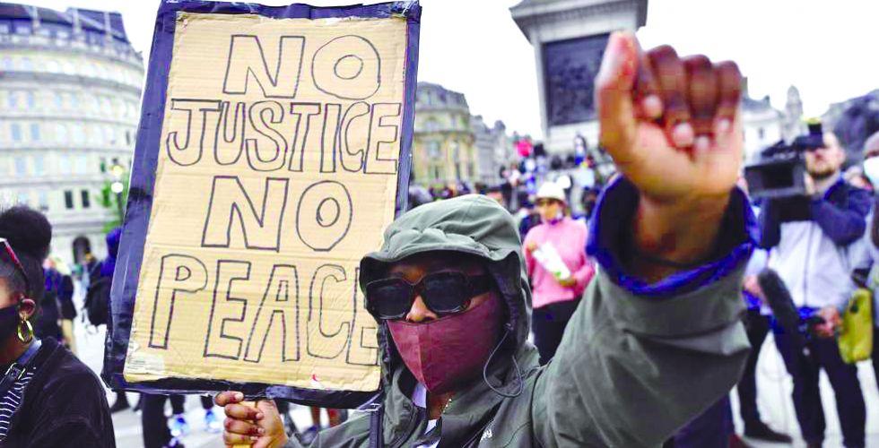مسيرة «مسلحة» مناهضة للعنصرية في جورجيا الأميركية