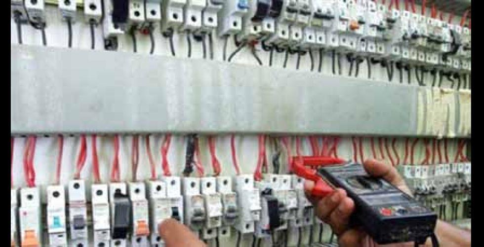 إجراءات عاجلة لتحسين الكهرباء في الديوانية