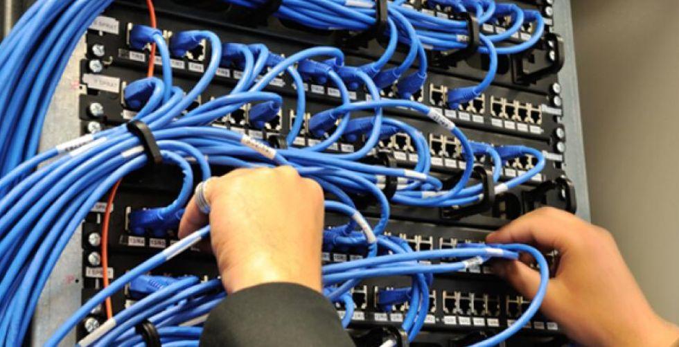 الاتصالات تنسّق لتشغيل 150 ألف خط ضوئي في بغداد