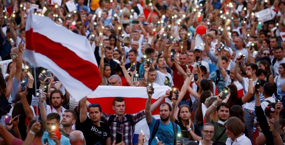 المعارضة البيلاروسية تتظاهر أمام مقر الحكومة