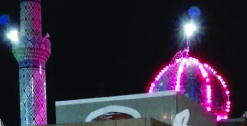 نصب «يا حسين» في مدينة الزائرين