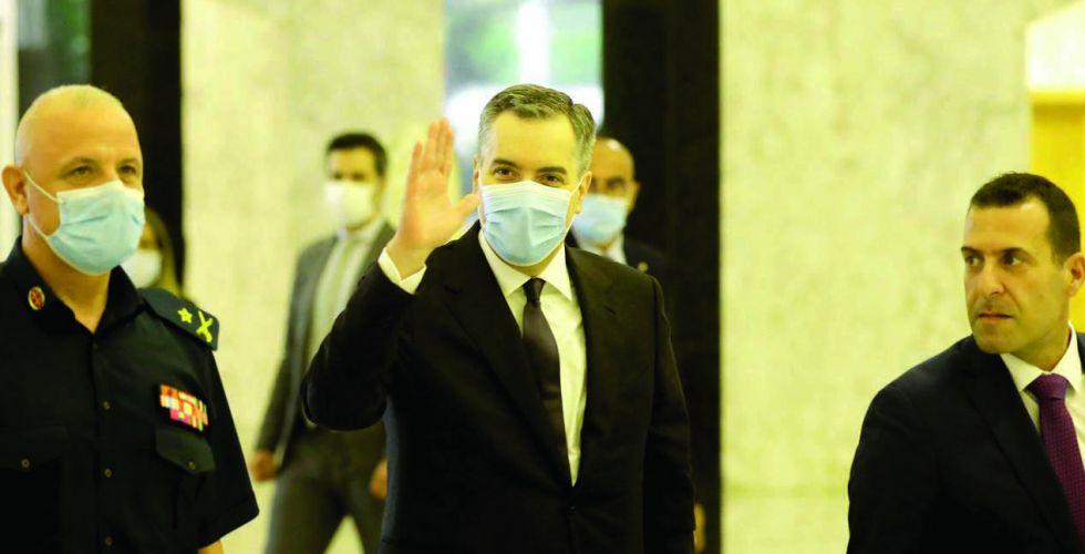 حكومة لبنان تضيع في متاهة {عض الأصابع}