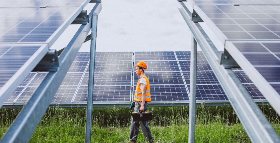 الطاقة النظيفة.. تهدد الكهرباء والتلوث