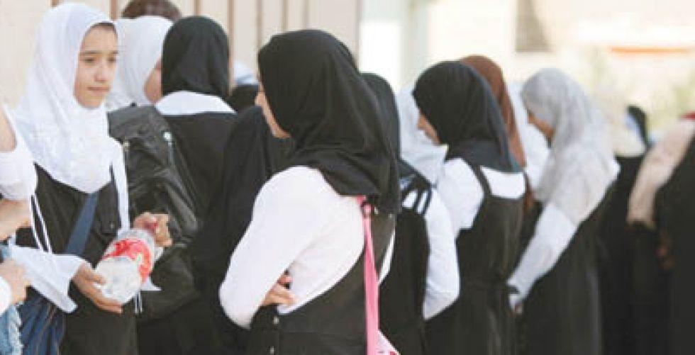 فتيات بين حلم الدراسة والخوف من العنوسة