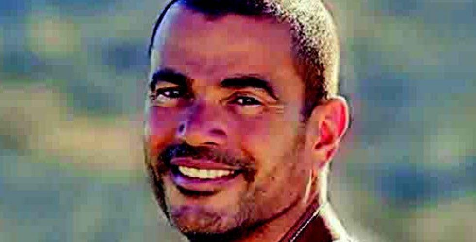 عمرو دياب  يعمل بسرية