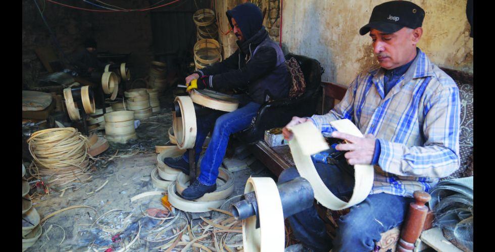 {أيوب}..أقدم سوق للنجارة والحدادة في الشواكة