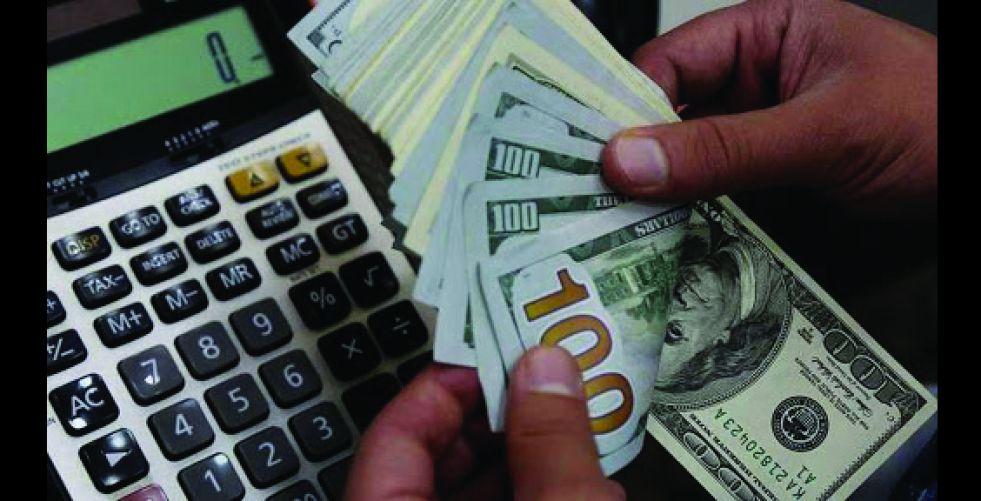 قرار خفض قيمة العملة على طاولة الخبراء