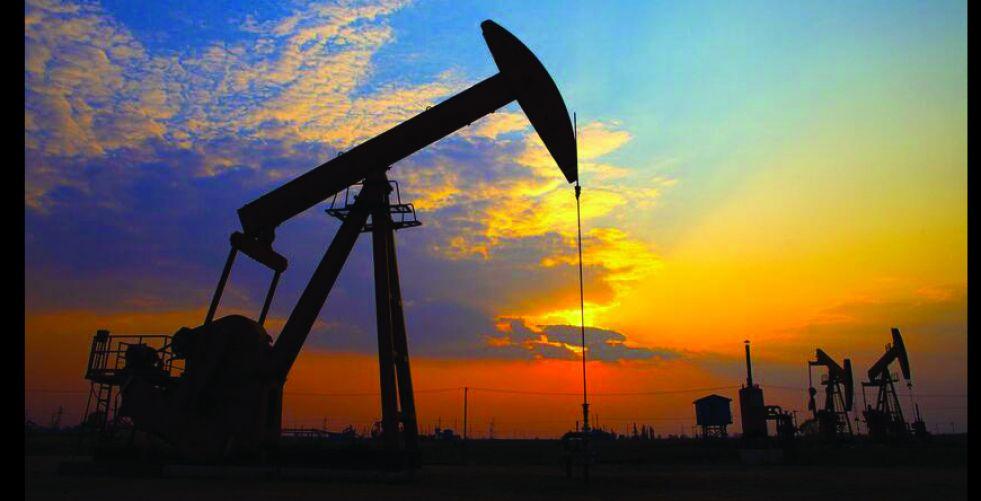 تراجع العقود الآجلة لأسعار النفط