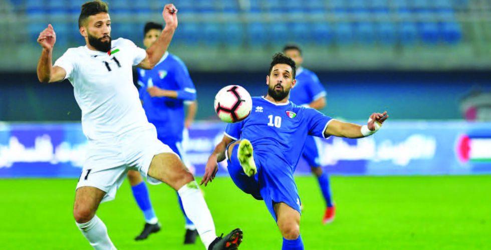 الأزرق الكويتي يعتمد اللعب الطويل الى طرفي الميدان