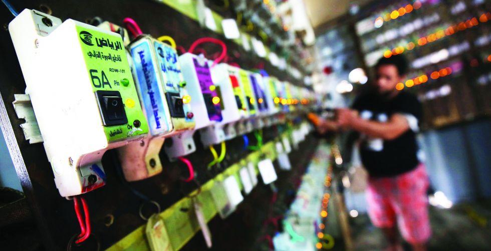 الكهرباء «تتذبذب» وترقب ارتفاع أمبير المولدات إلى سعر «قياسي»