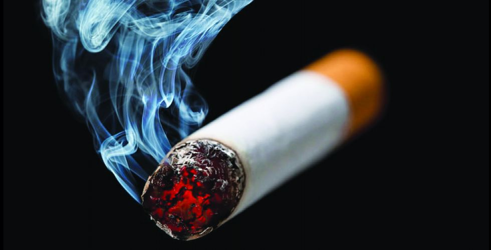 السجائر..سمومٌ تُشترى ونقودٌ تُحرق