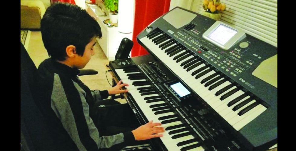 بين الرسم والموسيقى..مبدعون صغار.. يتمرسون بالمواهب