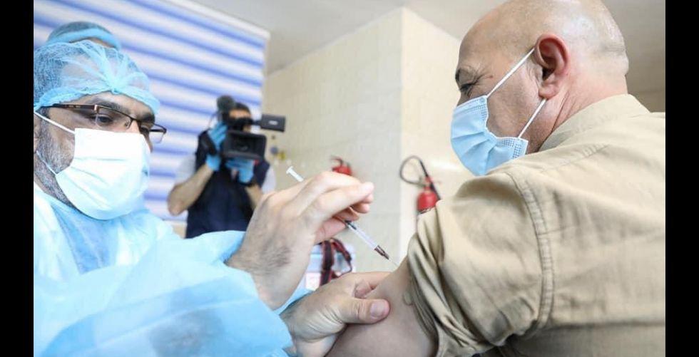 اليوم.. انطلاق تطعيم المواطنين بلقاح {استرازنيكا}