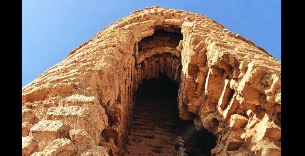 منارة {موجدة} إرثٌ تاريخيٌّ لم يزل يوقد ناره في الصحراء