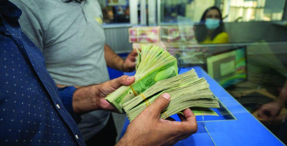 مطالبات بالعدول عن الاستقطاع الضريبي للرواتب
