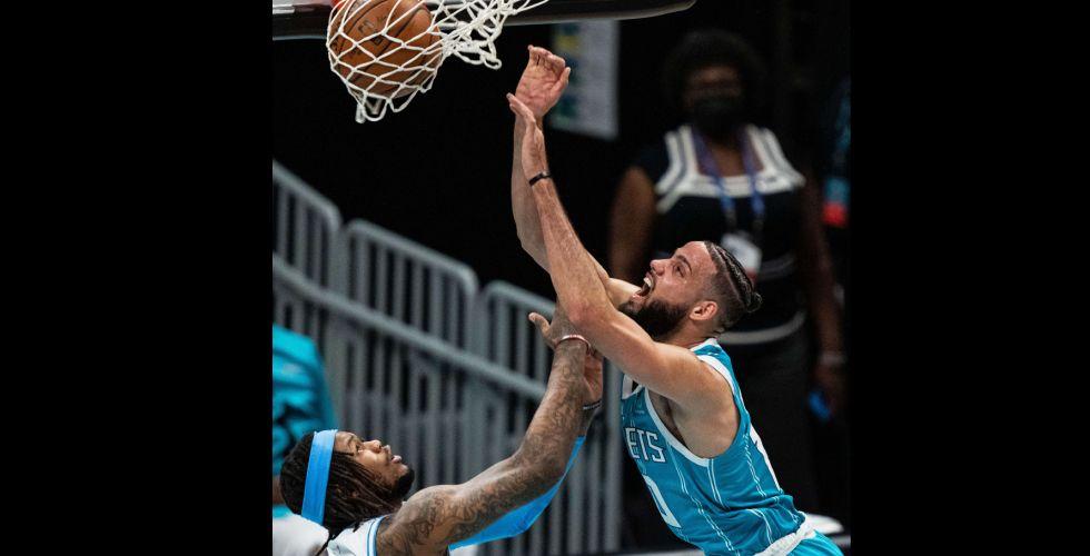 جاز يتعثر أمام حامل لقب الـ{NBA}