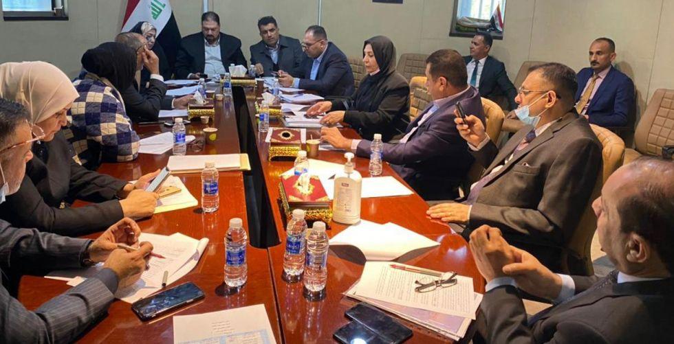 لجنة برلمانية ترفع توصيات اقتصادية إلى رئيس الوزراء