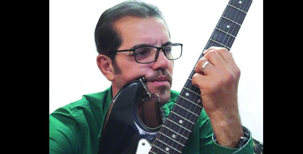 مروان عادل حمزة.. شاعر البساطة والحياة