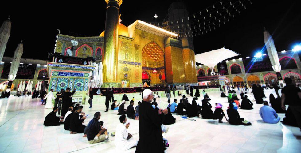 آلاف المعزين يحيون ذكرى ليلة استشهاد الإمام علي عليه السلام