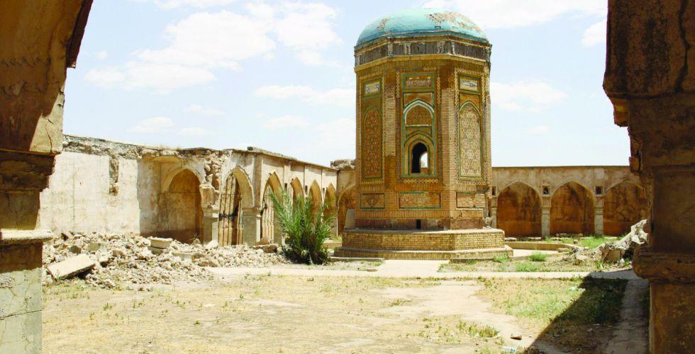 كنيسة الأقيصر تحت رحمة العواصف الرمليَّة