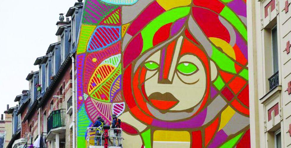 لوحة عملاقة بشارع باريسي لإحياء الأمل في النفوس