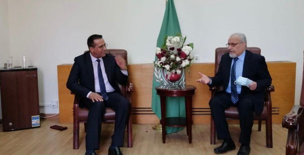 شبكة الإعلام والجامعة العربية تبحثان آفاق التعاون المشترك